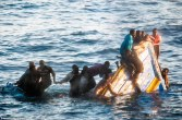 29803BB600000578-3117954-Desperate_The_terrified_African_migrants_were_photographed_cling-a-83_1433929832763
